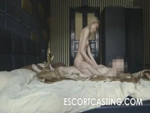 19-ročná blondínka ako eskort slečna pre muža